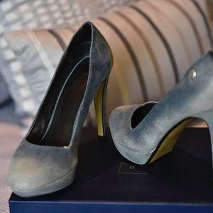 Blue sueded dress heels